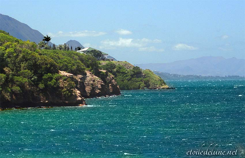 NOUVELLE CALEDONIE : rivage Tjibaou