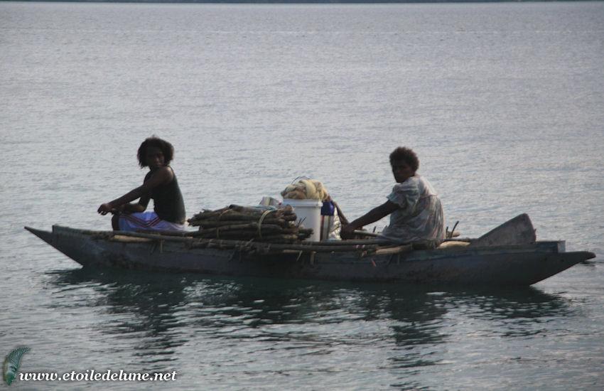 VANUATU : pirogues traditionnelles