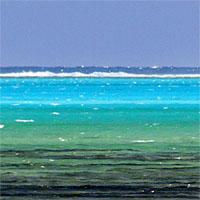 Un lagon, vu de loin