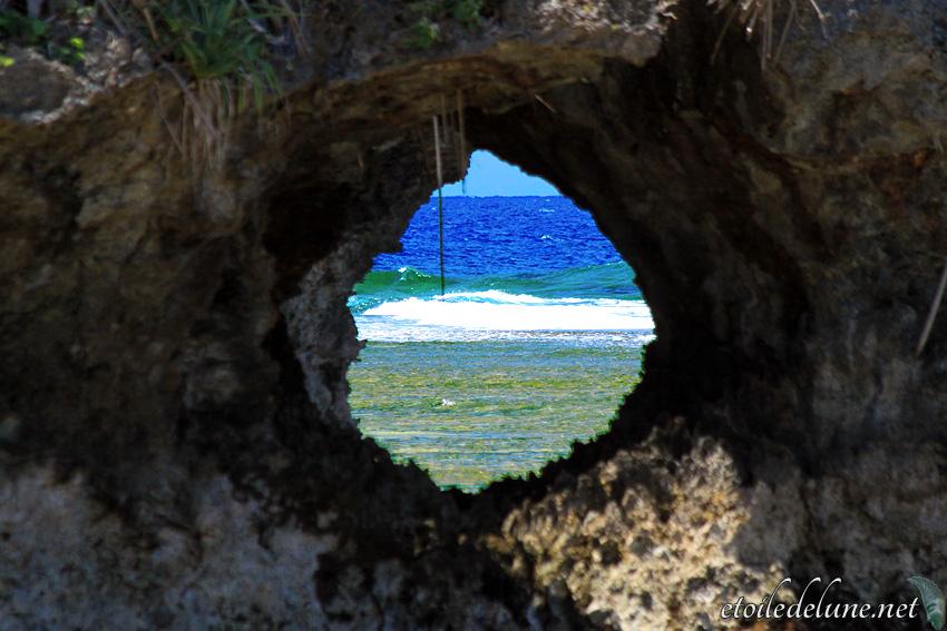 Iya, plage à la roche percée