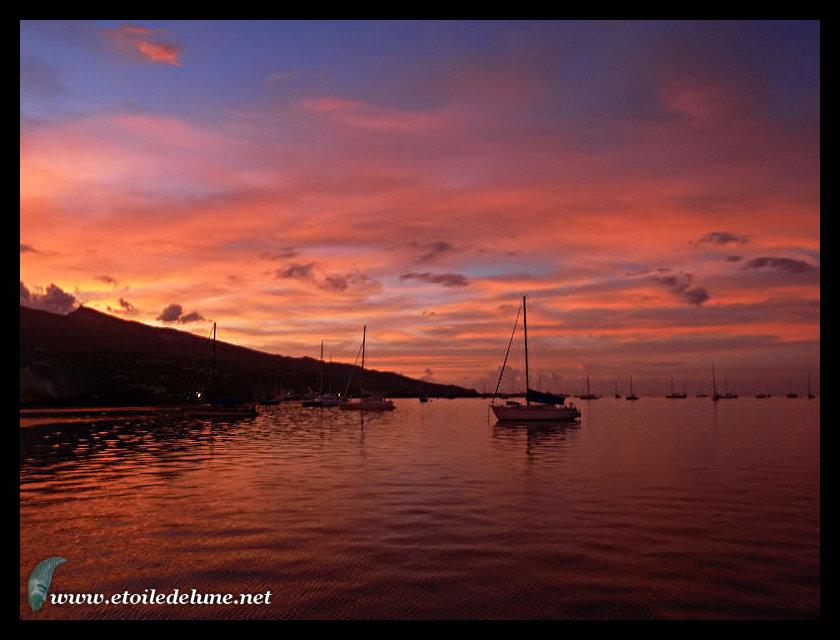 HUAHINE : belle navigation tranquille et arrivée à AVEA
