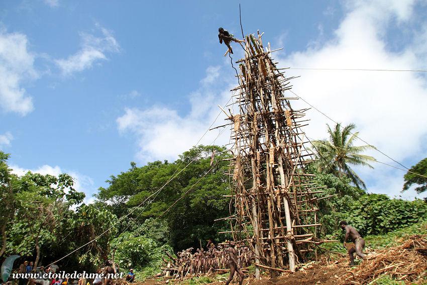 VANUATU : Pentecote us et coutumes le NAGHOL