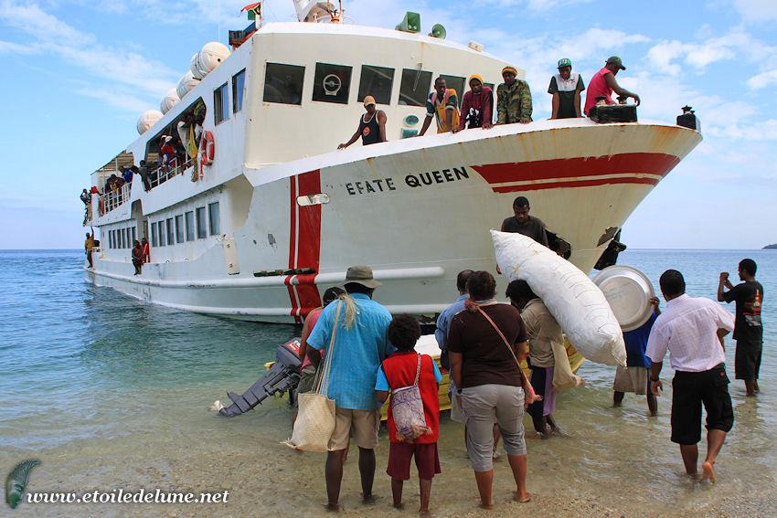 VANUATU : Pentecote, moyen de transport inter îles