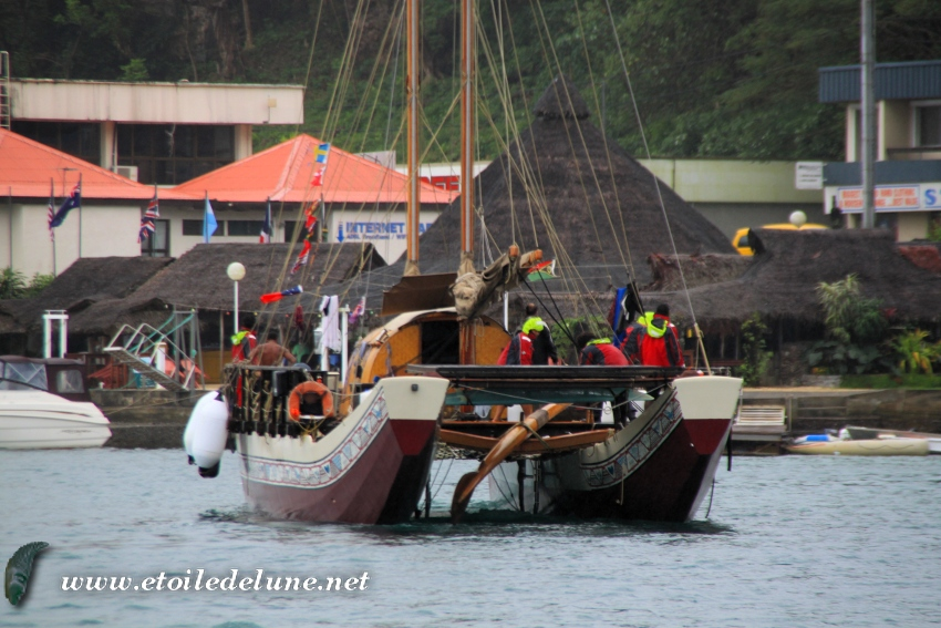 VANUATU : en direct du mauvais temps une pirogue courageuse HINE MOANA