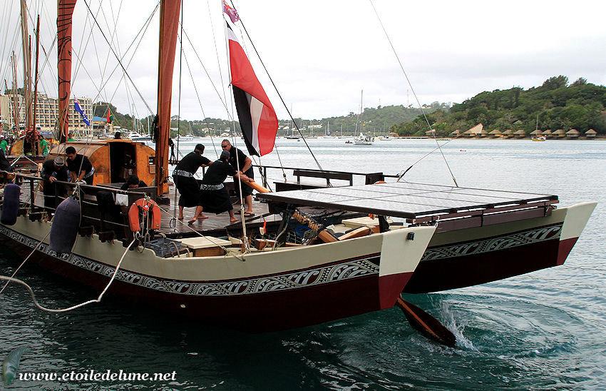 VANUATU : 7 pirogues pour la défense de l' environnement