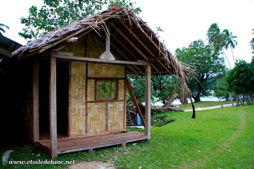 VANUATU : maisons traditionnelles