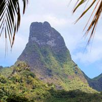MOOREA : la légende de la montagne Percée