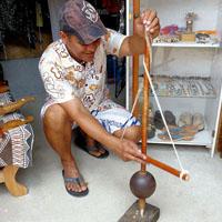 POLYNESIE clin d'oeil aux pirogues traditionnelles