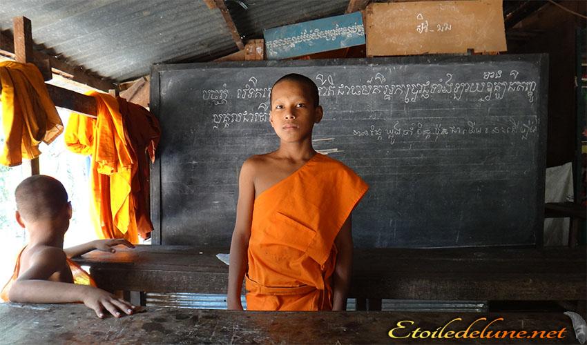 Un joyau de l'art khmer et une école de jeunes moines