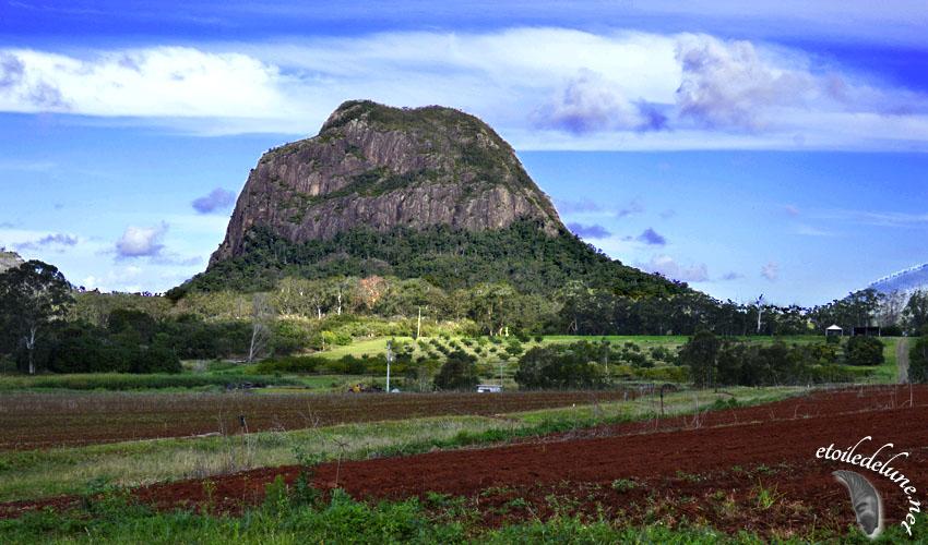 Glass House Mountain et l'arrière pays du Queensland