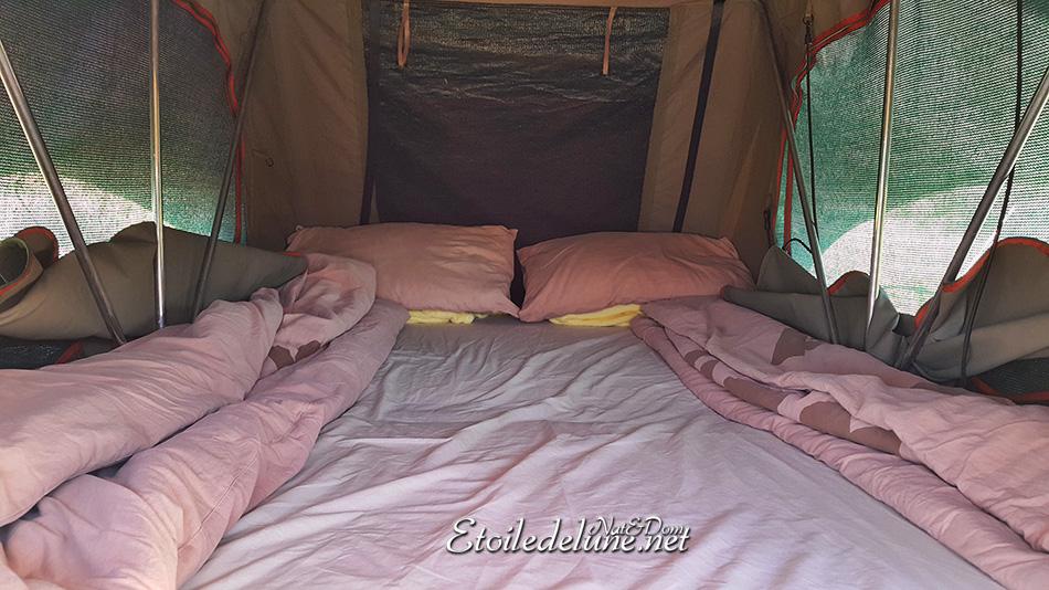 Un lit sur le toit de centimètres