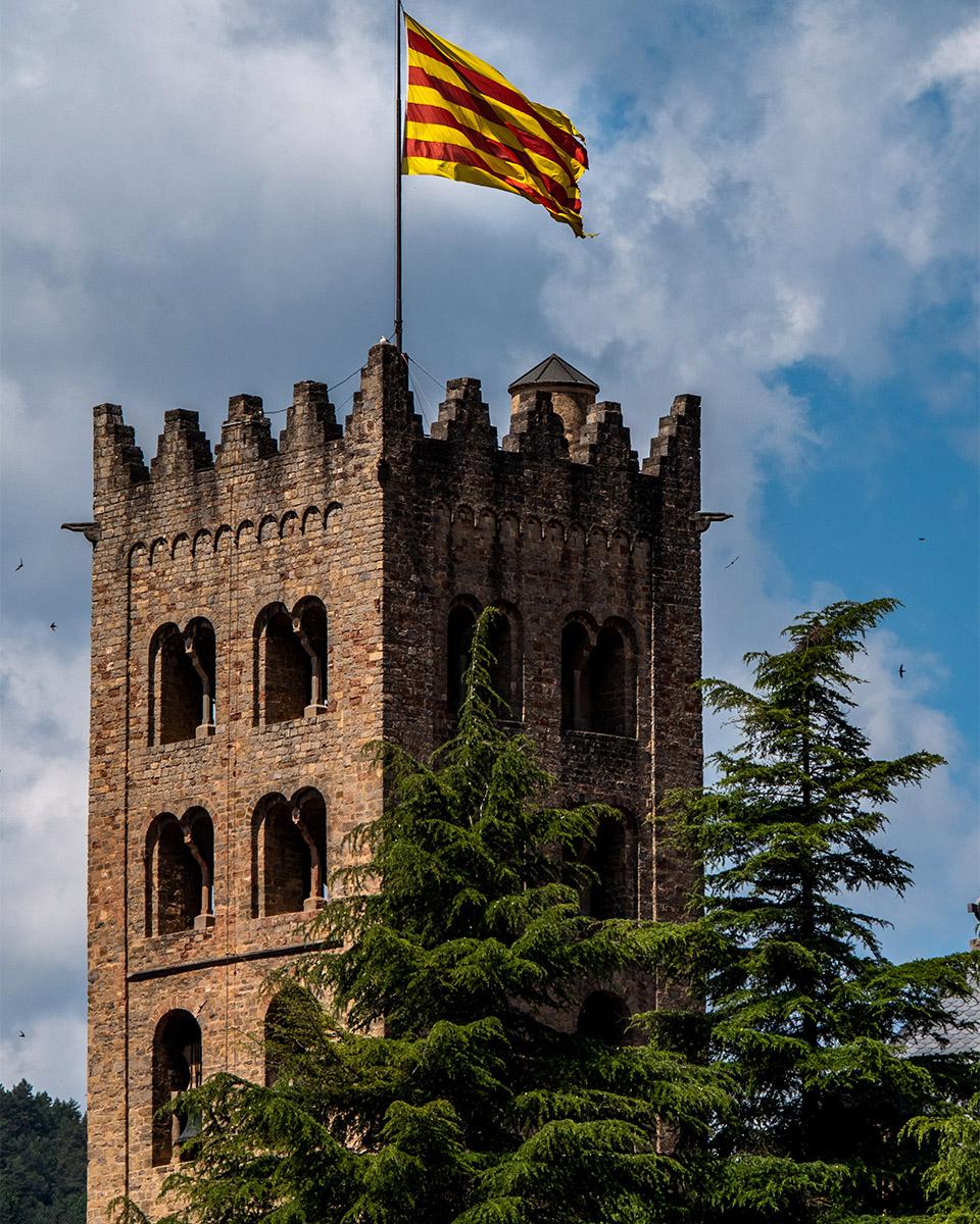 Ripoll - drapeau catalan - campanil - Espagne