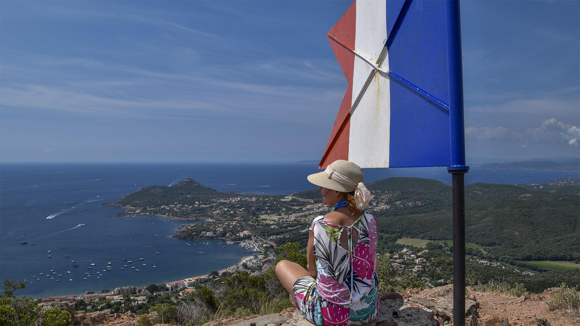 Agay_Mediterranee-drapeau-14juillet-
