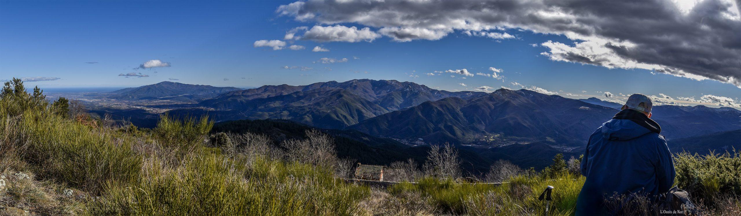 Un pique-nique contemplatif à 1189 m d'altitude, vue imprenable sur le début de la chaîne pyrénéenne qui sépare la France de l'Espagne