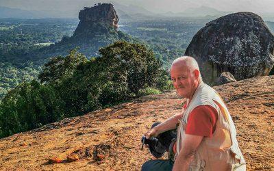 Un éléphant dans un trou de souris – Dom l'intrépide des routes du Sri Lanka